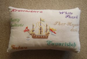 Kissen mit Segelschiff und Schiffsnamen
